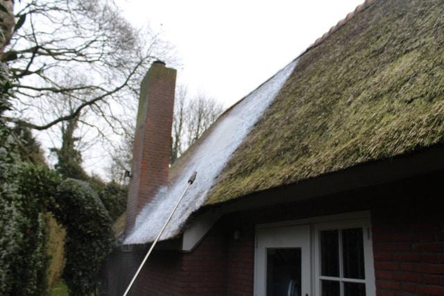 Rieten dak en Biofoam spuit